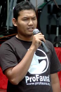 Ihsan Maulana, a supporter of ProFauna Indonesia