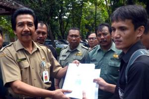 ProFauna Delivers International Petitions to the Governor of Bali to Take Sea Turtle Trade Seriously